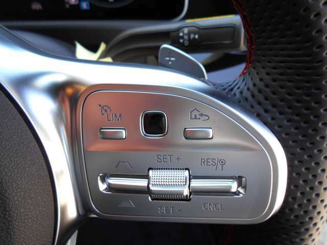 クルーズコントロールも付いてます。速度に合わせてセットすれだけではなくば、後はハンドルとブレーキ操作だけで高速走行も楽チンですよ!まずはお電話を072-925-8600