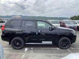 新車即納ブラックED1台限定早い者勝ち!オプションナビも御安く取り付け!このクルマ以外にも新型ランクルプラド続々オーター受付中お好きな色・グレード・オプションオーダー可能!
