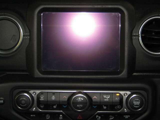 純正ナビ・TV・Car Play使用可能車両です。お持ちのスマートフォンからグーグルマップや音楽再生アプリをこの大画面で操作が可能です。