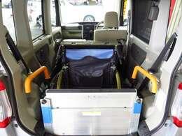 ★車いす固定装置装備!1箇所に固定できます★