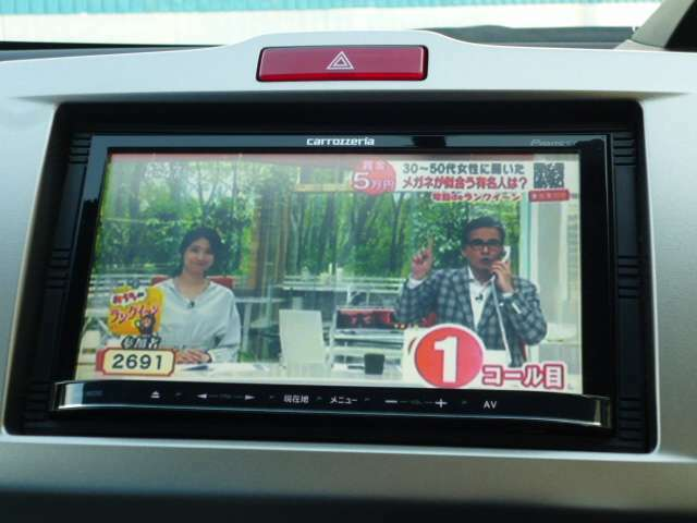 パーキングブレーキをかけるとTVが見れますよ!