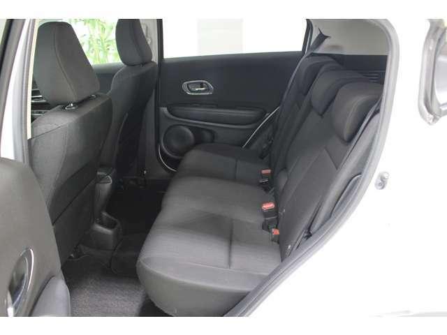 後席も余裕の広さ!ゆったりくつろげます!!これなら長距離ドライブも問題ありません。