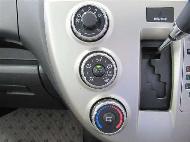 エアコンはダイヤル式のマニュアルエアコンです。お好みの風量でドライブが楽しめますね。