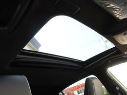 ●サンルーフを装備!【ボタン1つで開閉操作が可能です!車内の開放感がUP♪居住空間も広く感じる事ができます!】