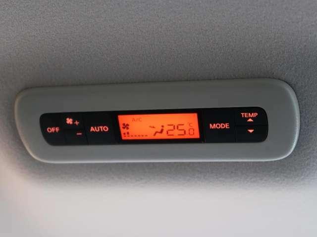 ●【ダブルエアコン】オートエアコンで前席の快適はもちろん、2列目以降も快適な室内空間を提供!!ロングドライブにも最適です♪