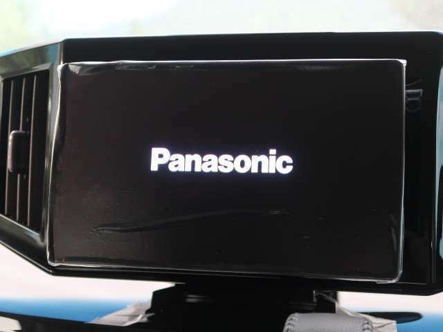 panasonic10型ナビ!!DVD再生やフルセグTVの視聴も可能です☆高性能&多機能ナビでドライブも快適ですよ☆