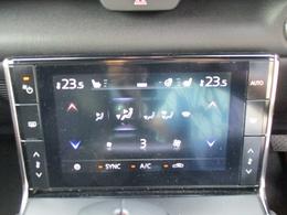 ■フルオートエアコン(運転席/助手席独立コントロール機能+花粉除去フィルター)つき運転席と助手席で独立して温度を操作できるので快適な室内環境を実現できます!しかもタッチパネル式です。