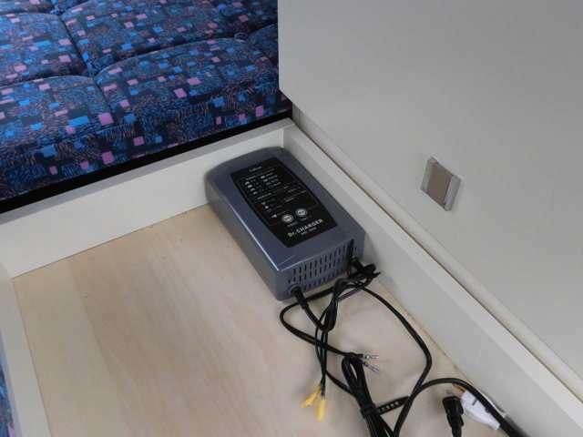 サブバッテリー105AHへの変更、外部充電器 100V外部入電コンセントはオプションとなります。
