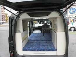 身長180Cmの方でもゆったりと車中泊が可能な居住空間を実現