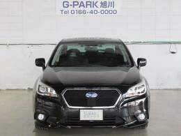 G-PARK旭川では屋根付き展示場なので365日天候を気にせずゆっくりお車をご覧いただけます。