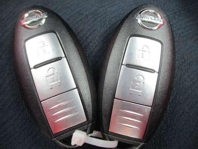 便利なインテリジェントキー!持っていればドアのボタンでも鍵の開け閉めできちゃいます。