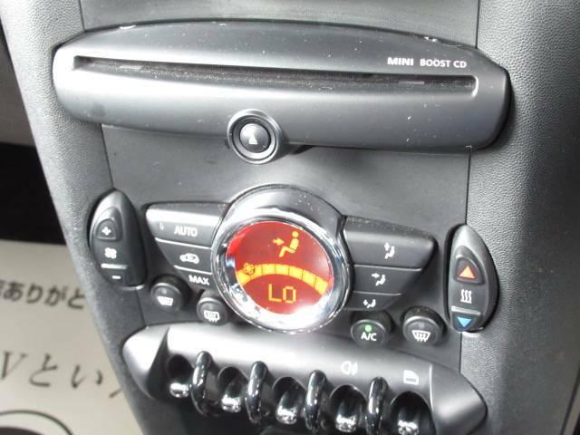 【オートエアコン】年中快適な空間を提供でき、左右独立型となりますので個々の温度設定が可能です。