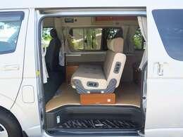 2列目シートはFASPシートを使用 前向き・後ろ向き・ベッドへと展開が可能です♪