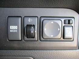 乗車人数や積載量によって傾くライト角度を任意で調整できる便利なレベライザーも装備しています!