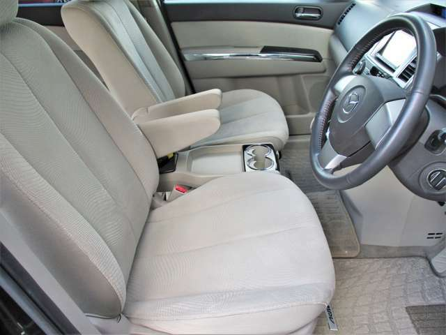 運転席、助手席の状態もとっても良好です☆