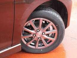 タイヤサイズは155/65/R14です。
