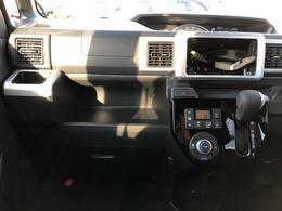 車内ルームクリーニングを実施しております。目立つ痛みや使用感、またタバコなどの気になる匂いも感じられませんでした。
