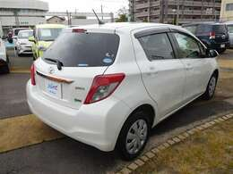 バック駐車が苦手な方でもヴィッツならラクラクです♪全長は4mを切るコンパクトボディです。