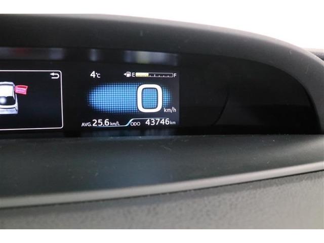 プリウスとの対話はいつもここから。運転状況などと連動した情報を高精細な液晶画面を表示します!またハンドルのスイッチでハイブリットシステムインジケーターや燃費履歴などエコ情報画面も表示できます!