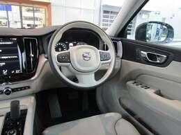 パワーシートプラス・パッケージが装備されており、運転席ではシートヒーターに加えて、ステアリングホイール・ヒーターもご利用頂けます。