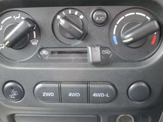 4WDへの切り替えはスイッチで切り替えます。ETCも付いております。。