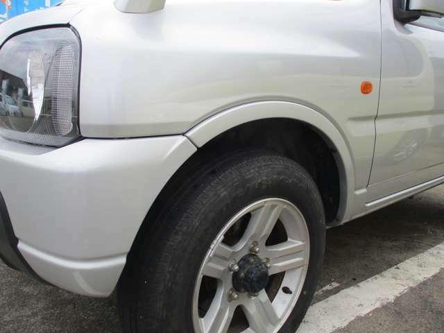 左のフロントフェンダーに凹みキズがございます。外装は現状のままとなりますので現車のご確認をお願い致します。