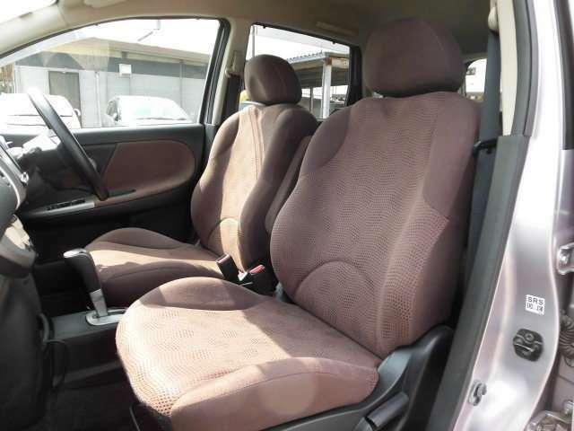 フロントシートの画像です。専用ブラウニー内装です。