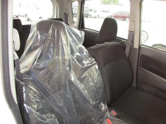 もちろん室内のクリーニングもしっかりと行います!専用スチーマーでシートの汚れはもちろん車内の臭いも取り除きます。綺麗な室内はやっぱり気持ちがいいですね☆