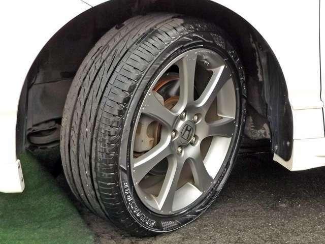 純正18インチアルミ付きです!!状態も良好です!!タイヤの溝もございます!!