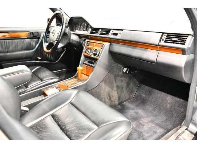 <標準装備> フロントフォグランプ、リアフォグランプ、ABS(アンチロックブレーキ)、前席シートベルトプリテンショナー、後席3点式シートベルト、AM/FMラジオ付きCSプレイヤー