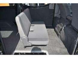 ■後席もアレンジすれば荷室のスペースも確保できます■