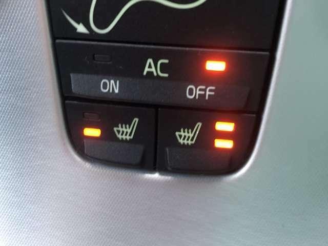 運転席、助手席共にシートヒーターが付いておりますのでこれからの時期には重宝しますね♪冬場の冷たいシートもこれで暖かく快適に座ることができます♪温度調節も二段階に調節が可能です♪