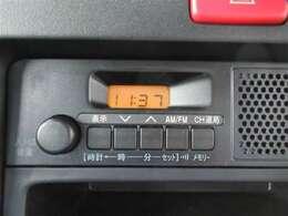 純正のラジオが付いています。ナビやオーディオなどの取り付けなどもも承ります。ご相談ください