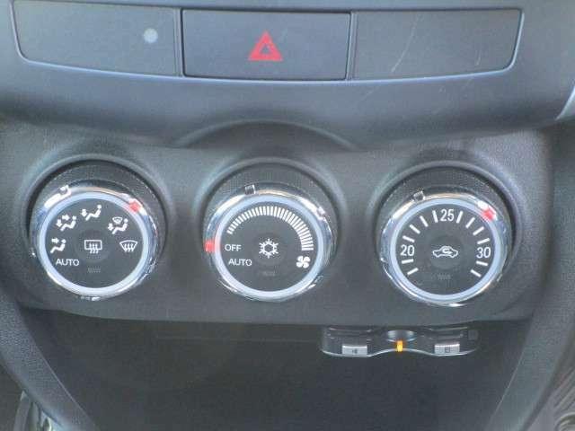 ダイヤル式のオートエアコンを装備!