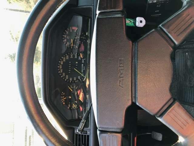 AMGメーターパネルは300km迄 刻まれております。