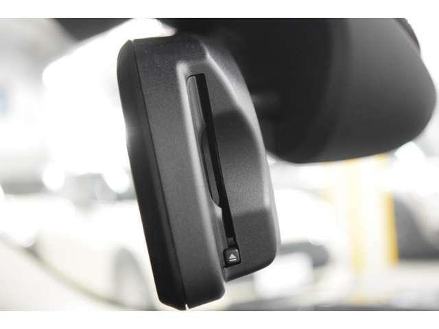 ETC内蔵ルームミラー:自動防眩機能付きで夜間運転時の疲れも低減してくれます。