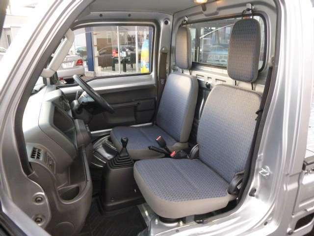 シンプルなデザインですが、長距離でも疲れない 座り心地がいいシートです。