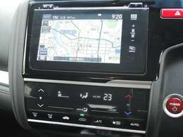 Honda純正インターナビ。渋滞回避や天気情報も取得します。