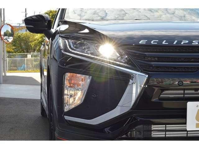 【LEDライト】明るいヘッドライトで、夜間のドライブも安心です。