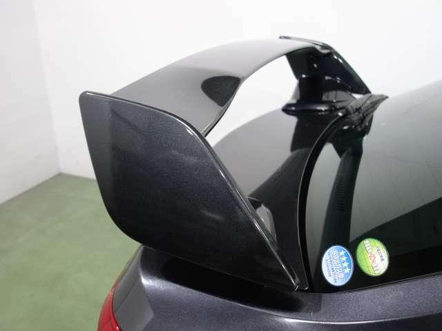 内外装装備ではレーシングフラップエアロ Fエアロリップ 大型ウイング ブラック18AW  ハーフレザーシート スマートキー HID装備されてます。
