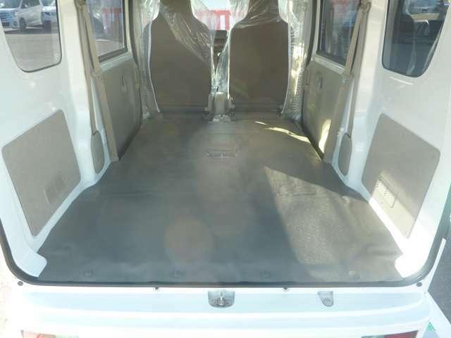 後部座席を倒した写真です。