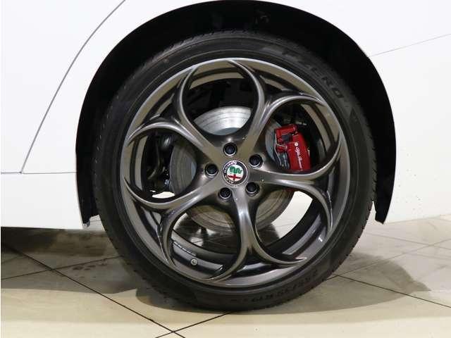 4WDの安心感とアルファロメオの官能的な走りを手に入れてみては!?