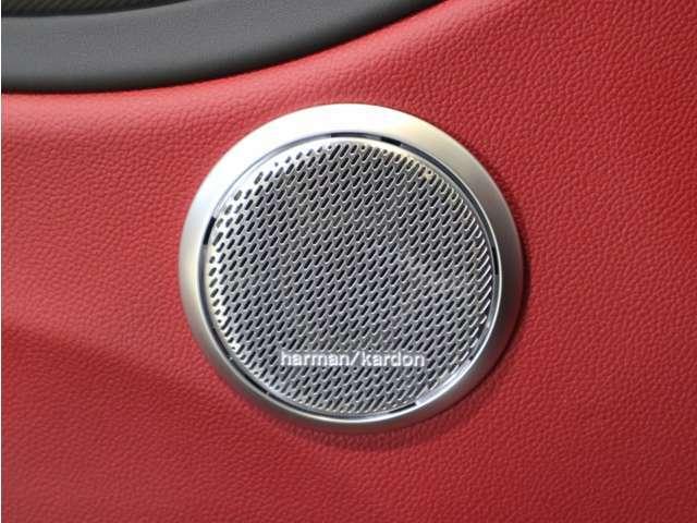 標準装備のハーマンカードンの音響システムは輸入他ブランドでも高級車に採用されているスピーカーです!
