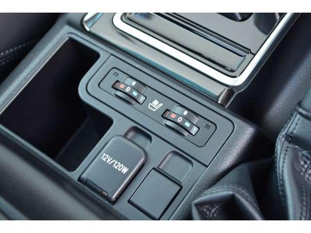 ■前席にはシートヒーターとシートベンチレーションが装備されておりますので、季節を問わず快適にドライブをお楽しみいただけます。