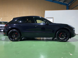 平成30年式ポルシェマカンGTS PDK 4WD スポーツクロノパッケージ エントリー&ドライブ 走行41300キロ 人気のジェットブラックメタリック