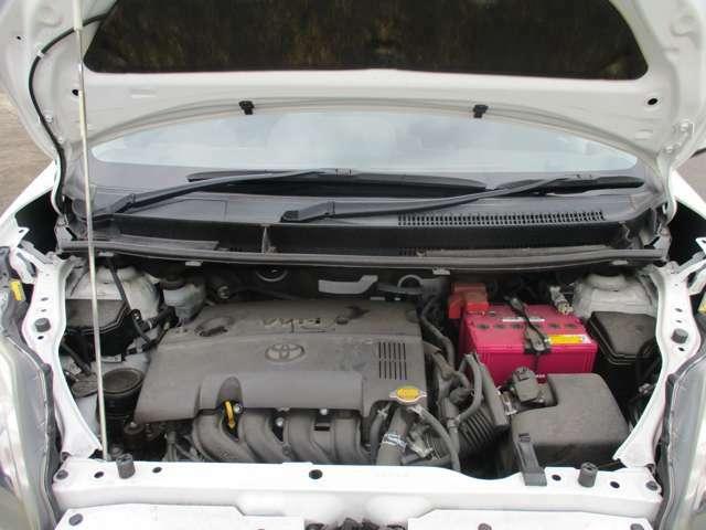 エンジンルームもキレイです。納車前にキッチリ整備してお渡しいたしますので、安心してお乗りいただけます。