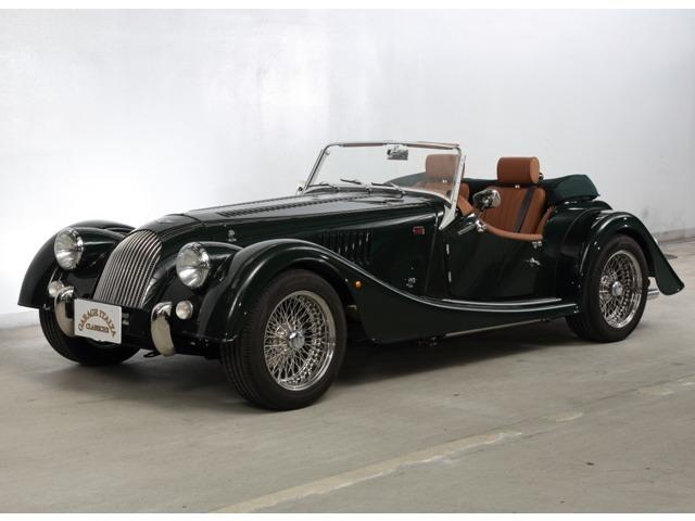 英国車の典型といえる右ステアリング、ゲージュレザー、スポーツグリーンの外装