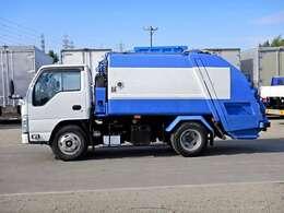 車両総重量6455kg 最大積載量2300kg