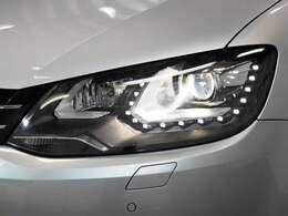 LEDポジション内蔵キセノンヘッドライト(ヘッドライトウォッシャー付)☆関東最大級のAudi・VW専門店!豊富な専門知識・経験で納車後もサポートさせていただきます☆