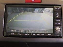 リバースにシフトを入れるとバックカメラに切り替わります